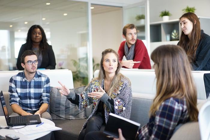 Arbeitsplatz-junges-Team-Start-up-Workplace-1245776-pixabay-Free-Photos.jpg