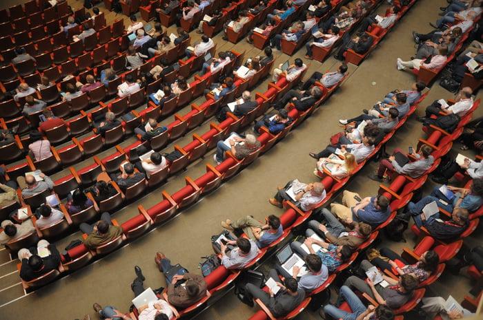 Open Space ist wie eine gemeinsame Konferenz statt Meeting-Marathon.