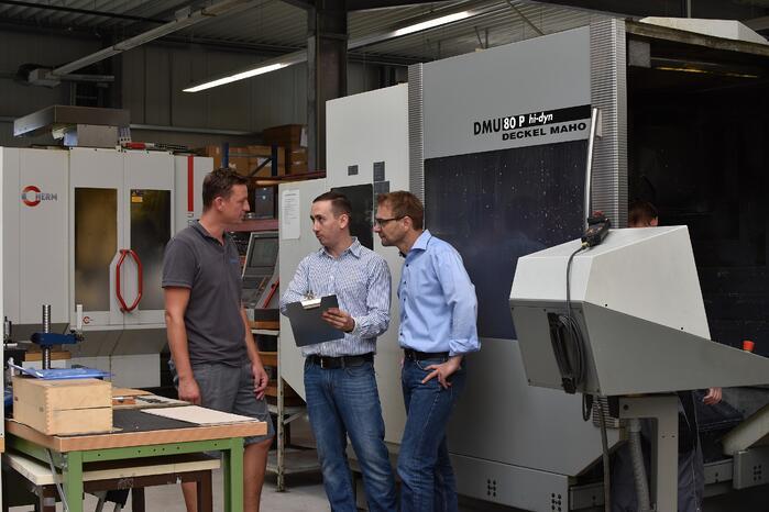 V.l.n.r.: Alexander Paulus (Noblex GmbH), Maxim Reimche (TU Ilmenau), Roger Steiner (einer der Geschäftsführer der Noblex GmbH)