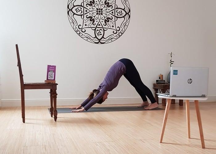 Yoga-Einheiten stärken während des Homeoffice Geist und Körper